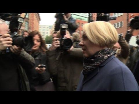 Swedish prosecutor arrives for Assange questioning
