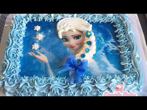 Confeitando bolo Frozen