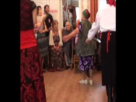 Песни и частушки поют бабушки