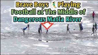 ✊ DANGEROUS FOOTBALL ⚽ MATCH IN THE RIVER MATLA || GAME OF DEATH || MAUT KA KHEL