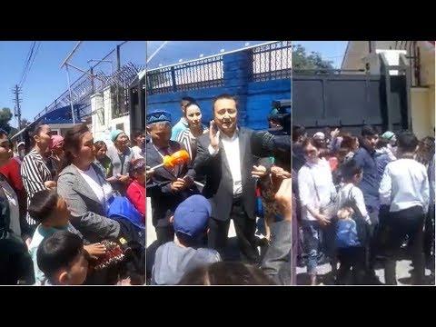Казахи пикетируют консульство Китая в Алматы 31 мая 2018/ БАСЕ