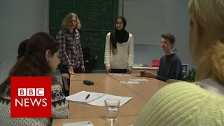 German Youths Teach Language To Syrians - BBC News
