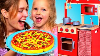 Playing with toys! Lily Pretend Play at Toy Cafe: Pizza and Ice Cream