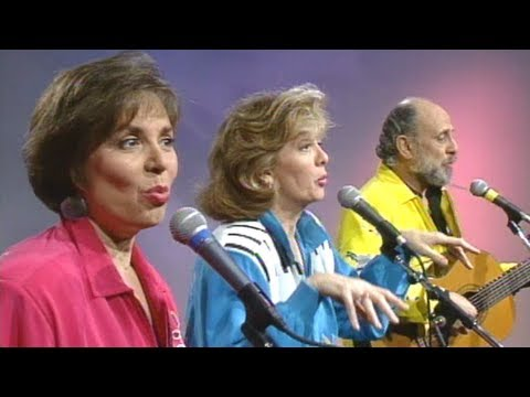 Entertainment Desk - Sharon Lois & Bram - Mrs. Fogarty's Christmas Cake
