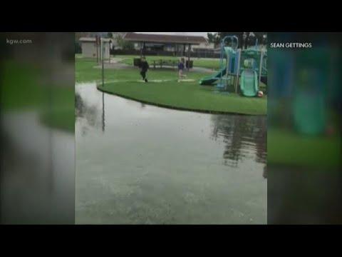 Flood warning for Willamette River affecting Benton, Linn