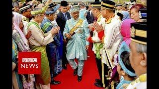 Malaysia crowns its new King - BBC News