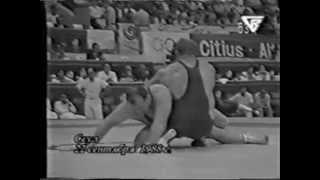 Александр Карелин улетает на кочергу в финале ОИ-1988 г., переламывает ход схватки и выигрывает