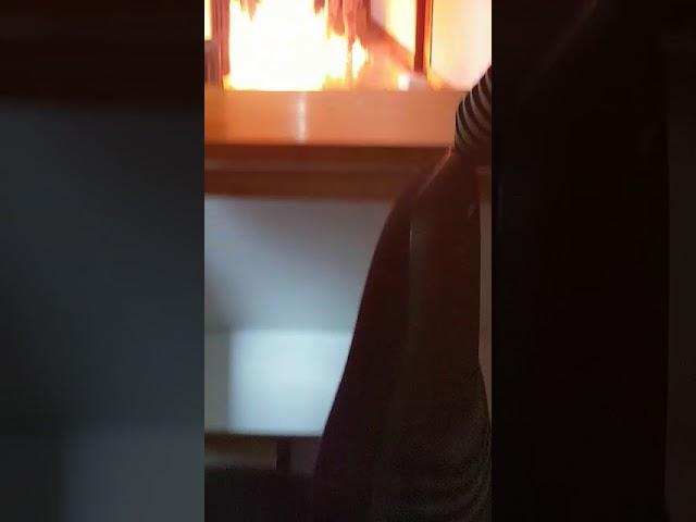 Le despiden e incendia 'por desesperación' la oficina donde trabajaba: '¡Van a morir todos!'