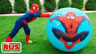 Влад помогает друзьям с помощью яйца сюрприза с игрушками