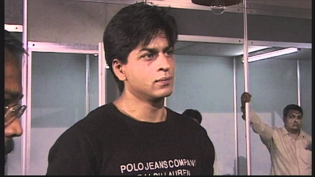 """Download Shahrukh Khan on the set of """"One 2 Ka 4"""" (Excerpt from """"Mumbai Masala - Bollywood Film Industry"""")"""
