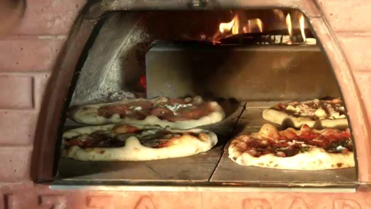 4 pizze nel pizzone le pizze di marco romano con il forno