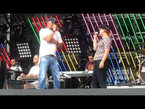 Jason Aldean's and Kelly Clarkson's CMA Fest soundcheck Don't You Wanna Stay