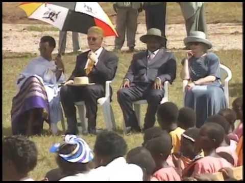 President Clinton at Kisowera School.  Mukono, Uganda (1998)