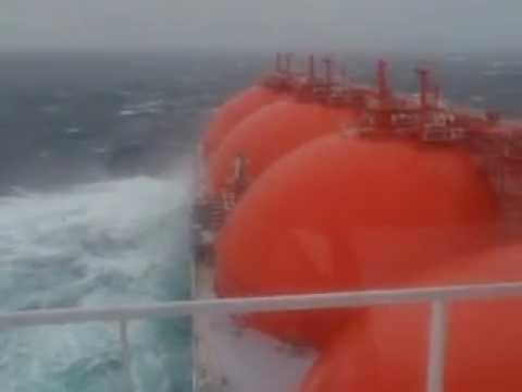LNG Arctic Discoverer in Barrents Sea