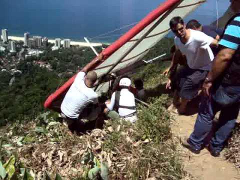 Rio's Pedra Bonita Hang gliding crash and rescue 3-11-14