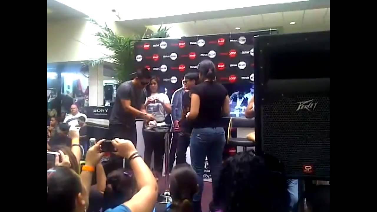 RKM y Ken-Y - Forever en Vivo - In store 2011 [Live]
