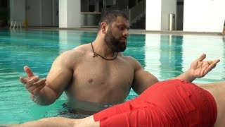 180 kg HULK-GUY jumps into the POOL!