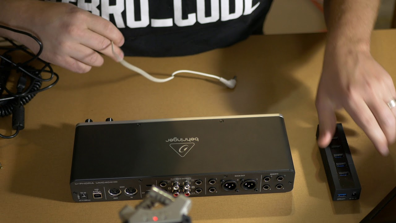 Behringer UMC404HD iPad Review Setup and Quick Mic Test
