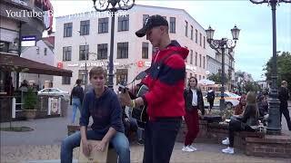 """Парень """"хейтит"""" репертуар уличных музыкантов!!! #music"""
