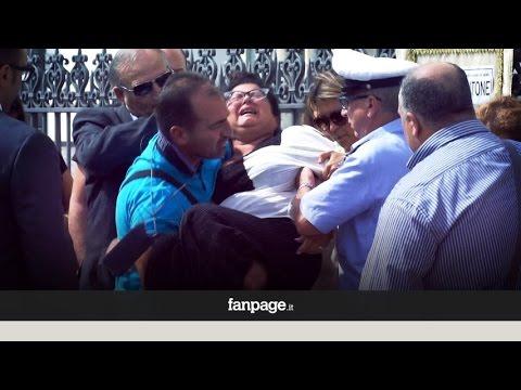 Tiziana Cantone, la mamma colpita da malore durante i funerali