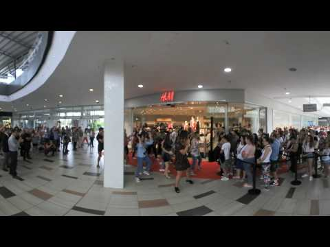 Video 360 best Flashmob Mark Ronson Uptown Funk ft Bruno Mars inauguracion H&M autumn collection