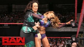 Alicia Fox vs. Nia Jax: Raw, 12. September 2016