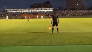 サッカーの試合でしばらく副審に注目して撮影してみた。