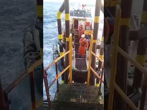 Landing on #Offshore Platform #Crewpass #SurferShip #offshore #shipping #passingoff  #qatarOffshore