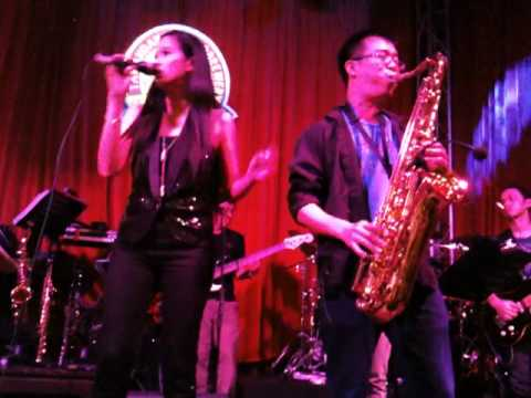 Tawandang Microbrewery Dempsey(Singapore) In-House Thai Band Performance1 24/7/11(Sun)