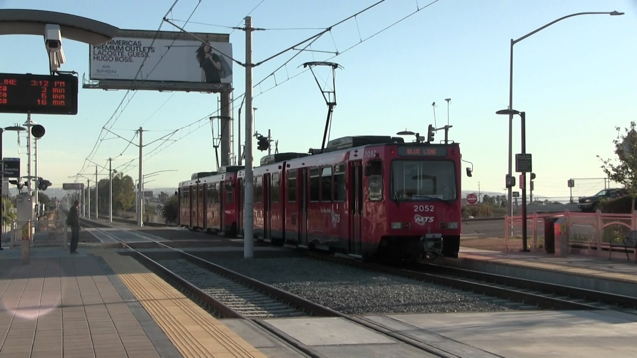 MTS Trolley - Siemens SD100 UCSD Blue Line #2043 Departing ...