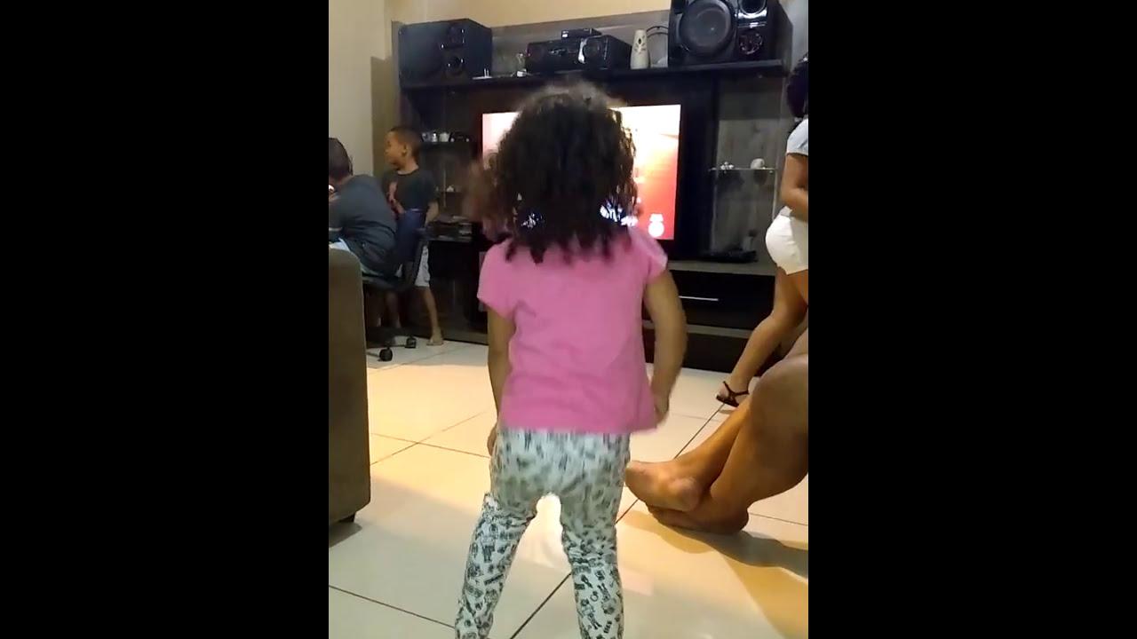 Sophia dançando funk, menininha dança funk