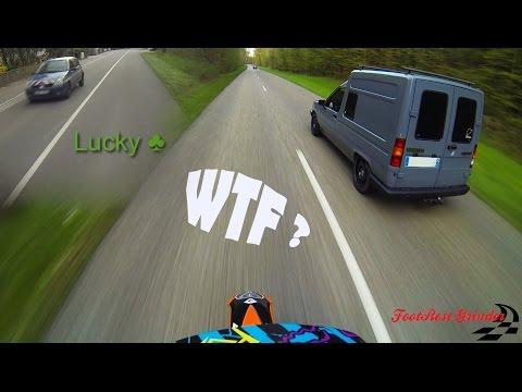 Renault Express vs Supermoto KTM 450 - Crazy Run - Cops + {Bonus Wheeling}