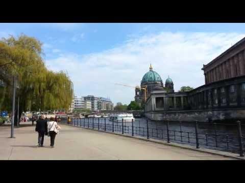 Walking around AlexanderPlatz and the main Buildings in Berlin