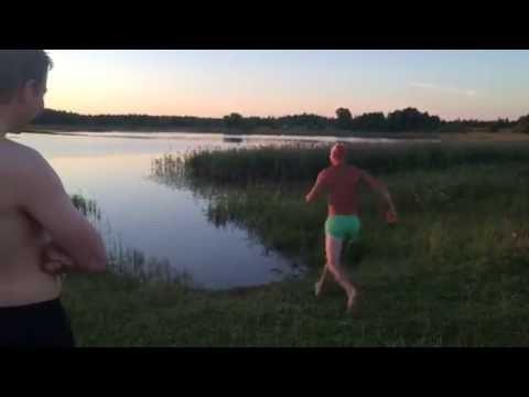 Парень 2 года не купался!!!!!!!! )))))))))))))