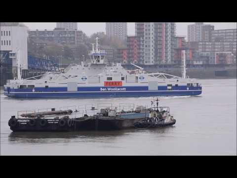 Woolwich Ferry docking trials 15-11-18