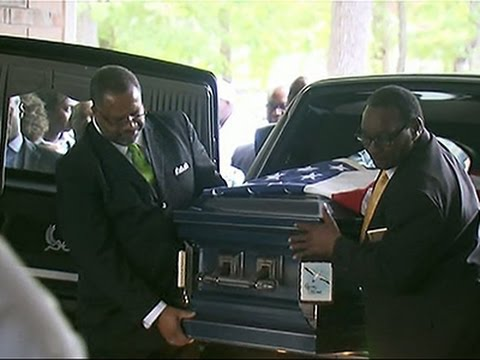 Raw: Mourners Arrive for Walter Scott Funeral