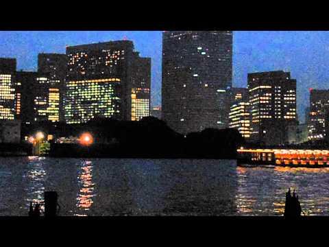 DSCF2903豊海ふ頭前をシーバスが通過20130522夜