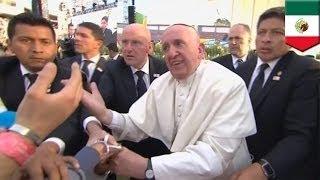 Папа Франциск отругал навязчивого прихожанина