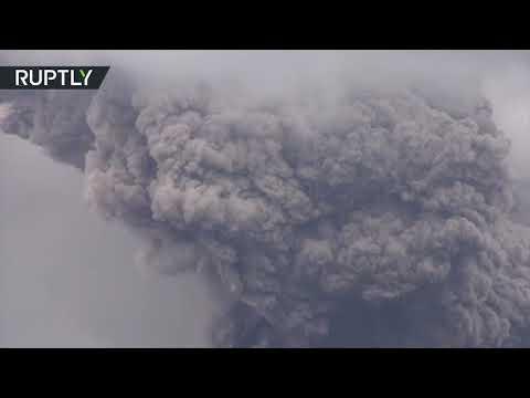 Huge ash cloud over Sumatra after Mount Sinabung eruption