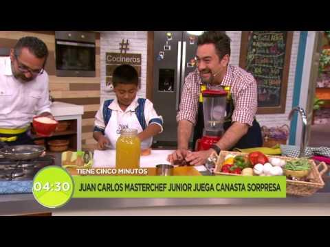 Juan Carlos de MasterChef Junior juega canasta sorpresa | Cocineros mexicanos