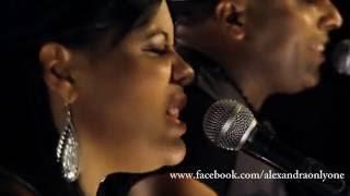 Alexandra La Reina De La Bachata - Perdidos en vivo ft Nikolaz