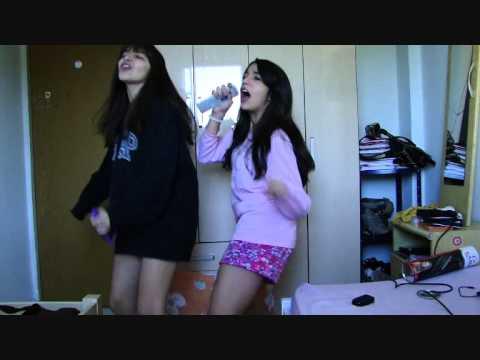 Rafa Campaner e Bruna Schneider cantando - Um beijo