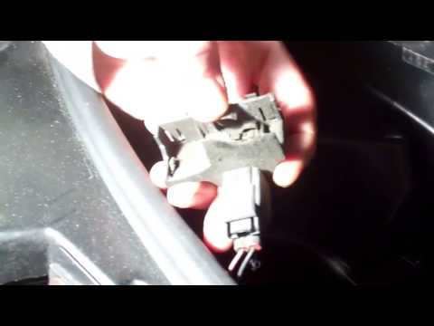 "How to Fix ""bonnet open"" error on Land Rover Discovery 3 hood switch"