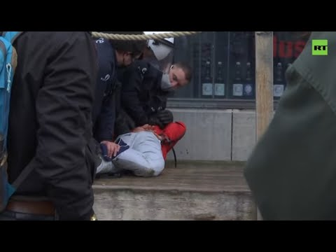 Several arrested at non-authorized protest against COVID restrictions in Brussels