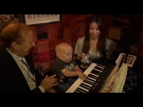 Verne Troyer plays piano with Charles Segal