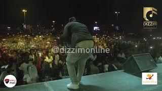 Kassim Mganga waimbisha 'AWENA' wanachuo kwa hisia kwenye jukwaa la DAR FRESHERS PARTY