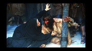 The Passion Of The Christ - Most Powerful Scene - Mary Consoles Jesus Carrying T