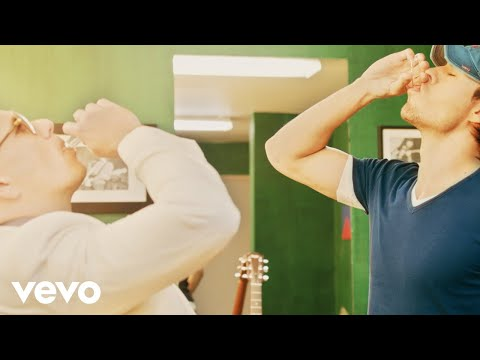 Enrique Iglesias - Let Me Be Your Lover ft. Pitbull