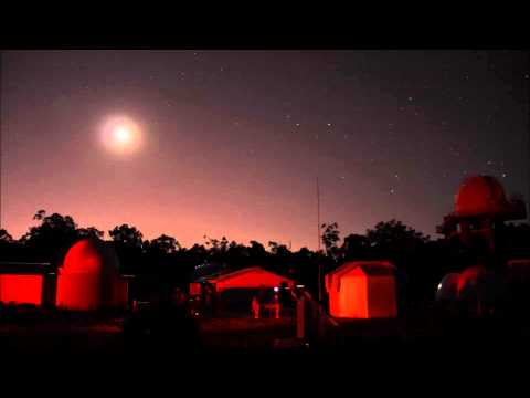 Moon Setting over a Perth Observatory Star Viewing Night - 25/1/2015