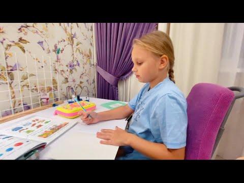 VLOG Гуляем В ПАРКЕ ! Как Алиса делает Домашнее задание в 1 классе школы ! МИЛИ ВАНИЛИ